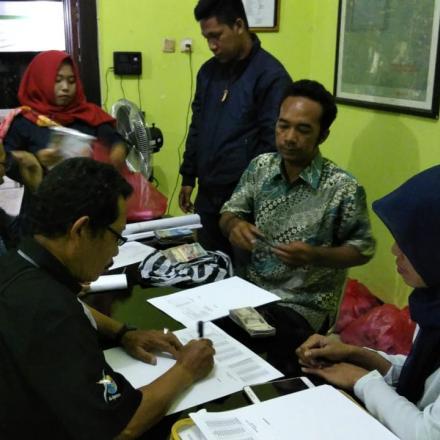 Penyerahan Anggaran Operasional dan Logistik Pemilu KPPS Desa Balongbesuk