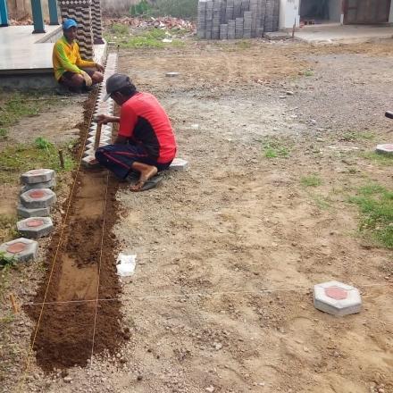 Pembangunan Paving Halaman Gedung Olah Raga 0 - 50 %