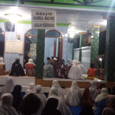 Tarwih Keliling Masjid Nurrul Wachid