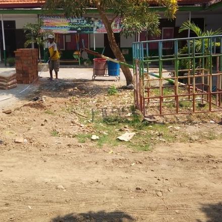 Pembangunan Taman Bermain PAUD 0 - 50 %