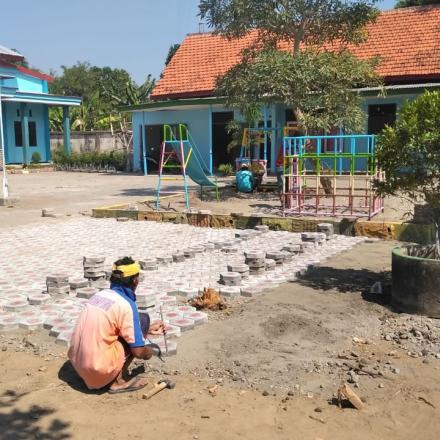 Pembangunan Paving dan Rehab Mainan Paud