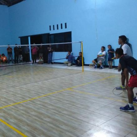 Lomba Badminton Antar RW
