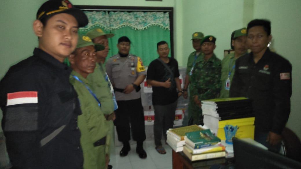 Pengiriman Logistik Kotak Suara ke TPS Desa Balongbesuk