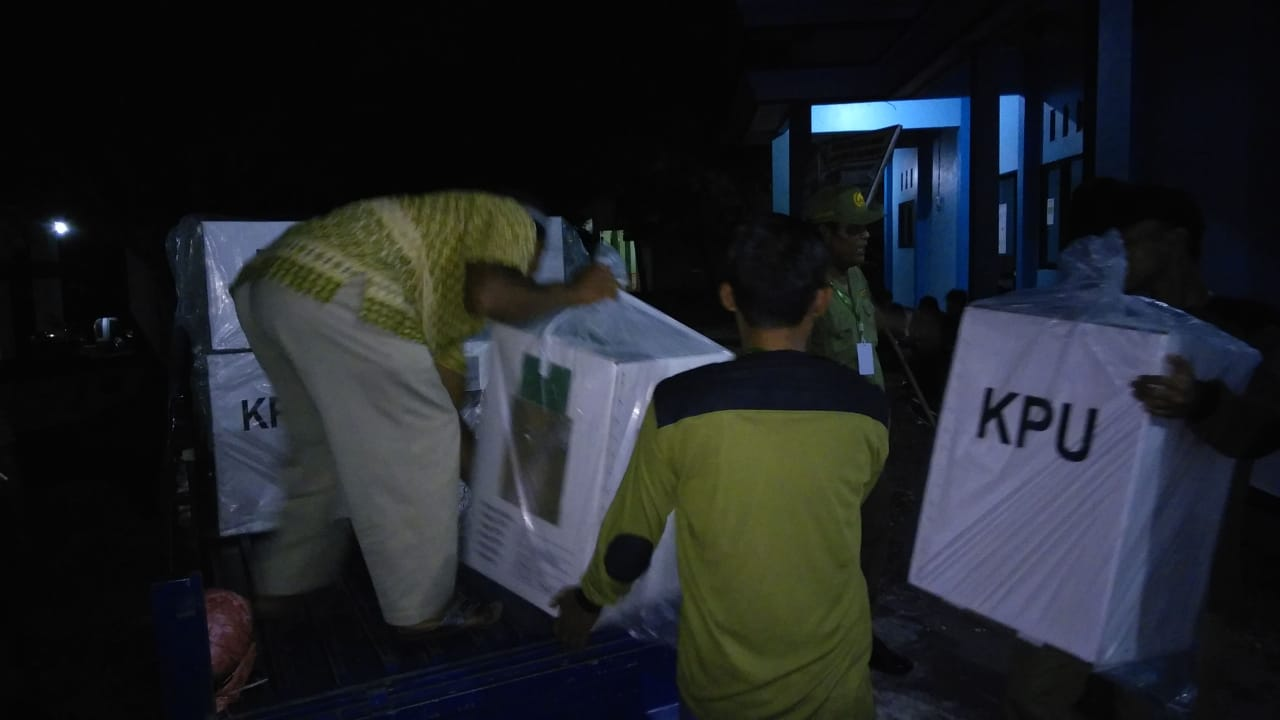 Pendistribusian Logistik Pemilu ke KPPS
